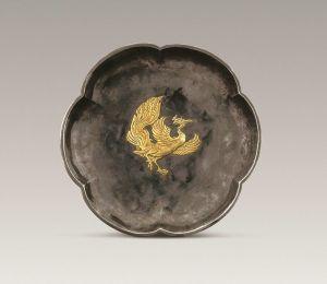 唐代 · 鎏金凤鸟纹六曲银盘(陕西历史博物馆)