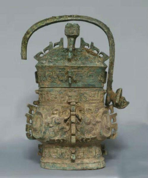 陕西宝鸡西周墓地出土罕见金饰 发现陕西最早最完整原始瓷瓿
