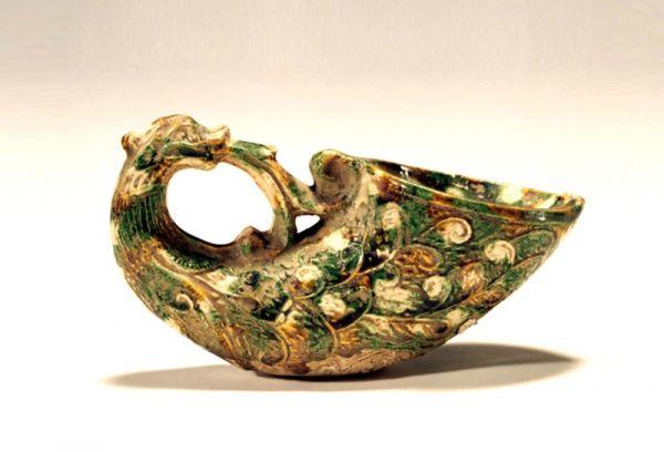 唐代 · 三彩角形杯(河南博物院)