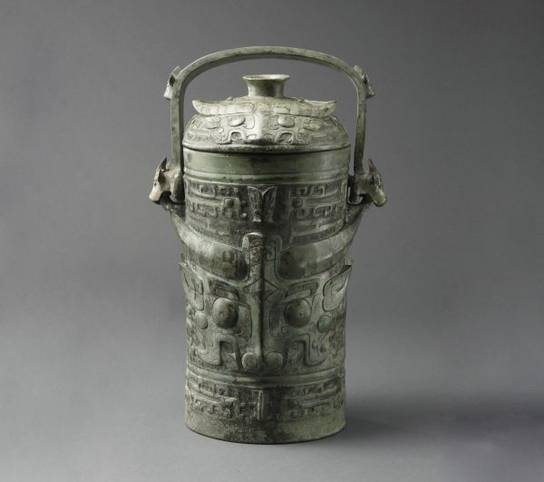 西周 · 古父己卣(上海博物馆)