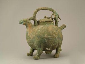 汉代 · 兽形提梁盉(广东省博物馆)