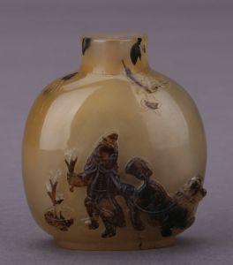 清代 · 玛瑙鼻烟壶(成都博物馆)