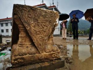 """湖北:襄阳古城墙狮子楼遗址发现""""石狮"""""""