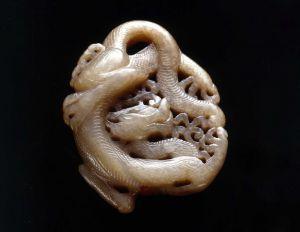 唐代 · 龙纹玉佩(武汉博物馆)