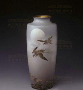 清代 · 野菊飞鸟七宝珐琅瓶(中国国家博物馆)