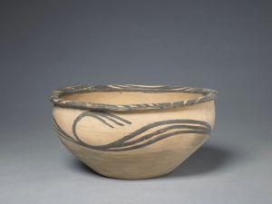 新石器时代 · 马家窑文化彩陶水波纹钵(故宫博物院)