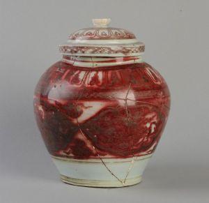元代 · 景德镇窑釉里红盖罐(安徽博物院)
