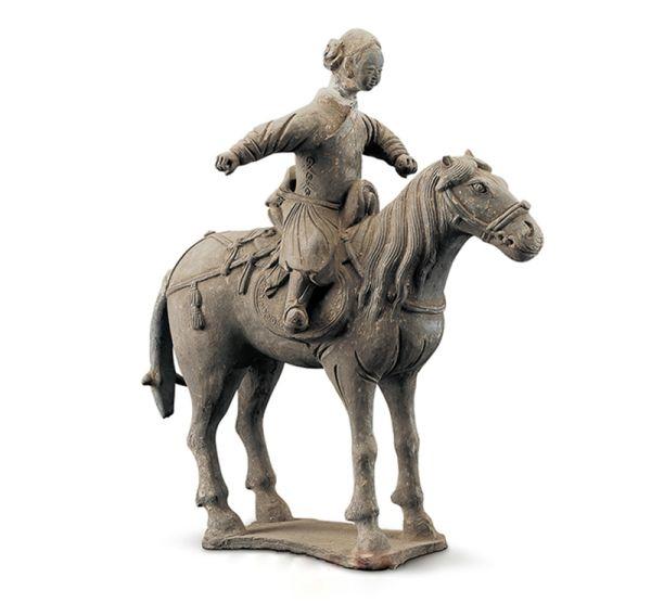 元代 · 灰陶骑马女俑(陕西历史博物馆)