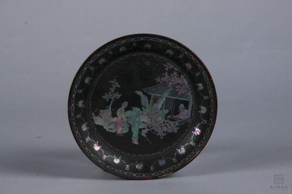 明代 · 嵌螺钿西厢记漆圆盘(南京博物院)