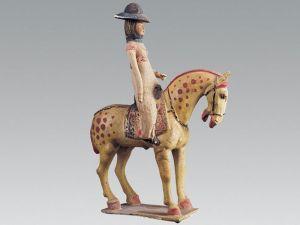 唐代 · 彩绘釉陶戴帽骑马女俑(陕西历史博物馆)