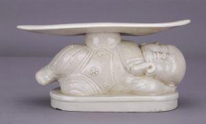 宋代 · 定窑白瓷孩儿枕(成都博物馆)