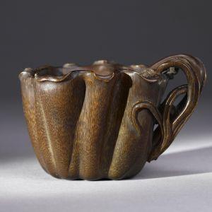 明代 · 透雕荷叶犀角杯(上海博物馆)