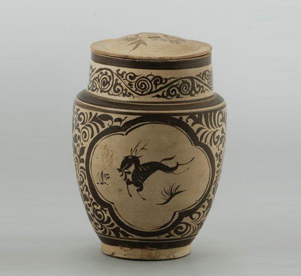 南宋 · 吉州窑彩绘跃鹿牡丹纹盖罐(江西省博物馆)
