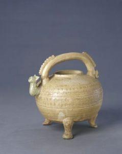 战国 · 原始瓷青釉印水波纹提梁盉(故宫博物院)