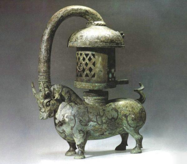 东汉 · 错银铜牛灯(南京博物院)