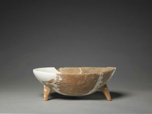 新石器时代 · 磁山文化红陶三足钵(故宫博物院)