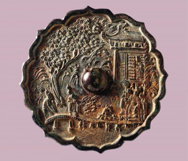 宋代 · 菱花形人物楼阁纹铜镜(宁夏博物馆)