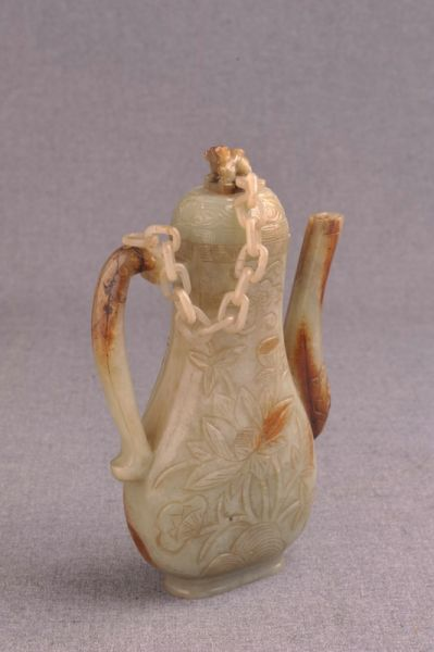 明代 · 荷花纹玉壶(贵州省博物馆)
