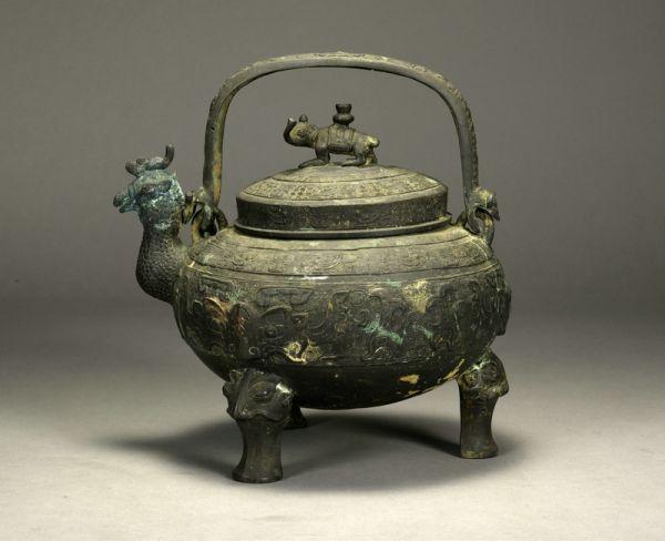 明代 ·  鸡首提梁盉(湖南省博物馆)