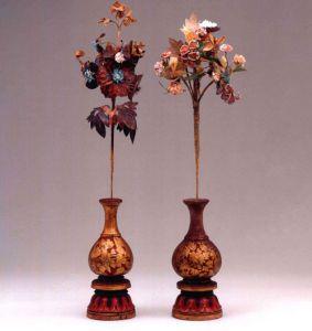 西夏 · 彩绘木雕花瓶及绢花(宁夏博物馆)