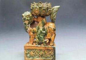 济南:发现从战国至清代84座古墓 出土罕见黄绿釉狮坐莲花灯