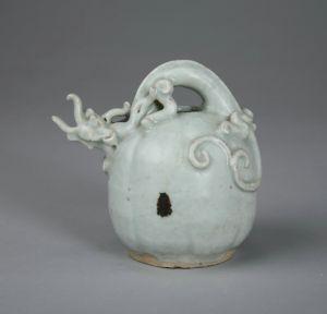明代 · 卵白釉执壶(重庆中国三峡博物馆)