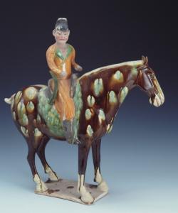 唐代 · 彩色釉陶骑马男俑(上海博物馆)